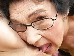Kinky granny licking and pissing on a hot babe